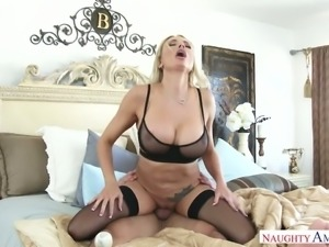 Tempestuous MILF Briana Banks riding hard pecker passionately