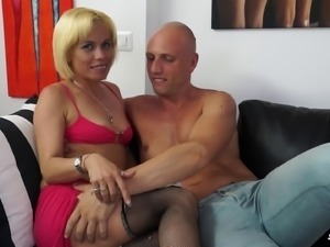 Analisa Lovex is happy to play with a bald man's erected prick