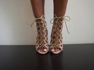 Sexy ebony feet..
