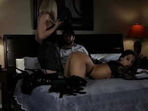 two dirty women share a cock in a dirty motel @ inner demons