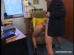 Nasty blonde babe likes it in her tight anal