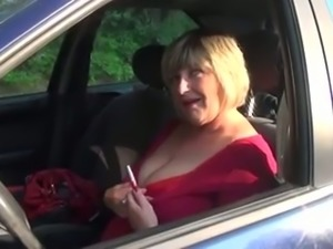 Amazing short haired mature blonde slut was blowing cock in the car