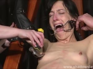 Enslaved painslut Elise Graves whipping in hard bdsm punishment session