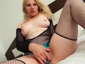 housewife playing with the brush pussy