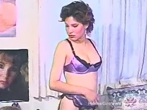 Glamorous honey spreads to have her beaver toyed and dicked