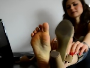 Assistant s feet within the area that is waiting