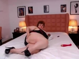 BBW mom webcam bed spread big ass
