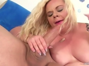 Blonde plumper Blond Dream take long dick