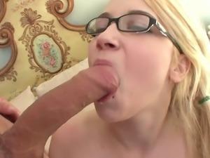 Lusty coed Ranie Mae loves her fuck buddy's salty man yoghurt