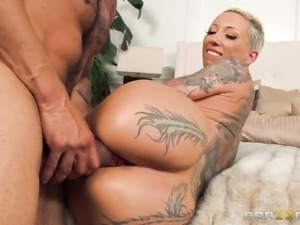 big assed milf loves it hard and deep