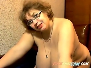 Mega bra mature on webcam