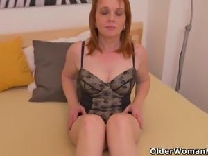 Euro milf Elisabeth loves exposing her fuckable body