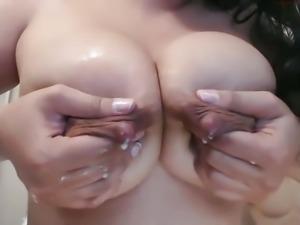 Milky Tits Battle (Xiomy vs Paola)