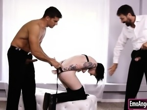 Goth girl Nikki Hearts double penetrated by two nasty dudes