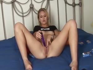 Blondie pleasing her pussy