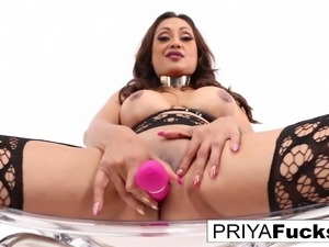Indian MILF Priya Rai satisfies herself and squirts all over