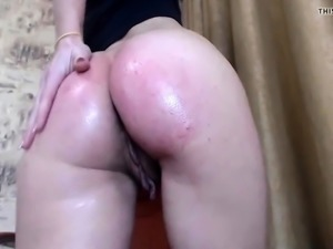 sexy tattooed chick shows pussy and squirts big