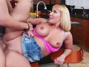 Mellanie monroe fucking in the kitchen with her tits