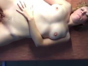 Sandrine baise sur la table