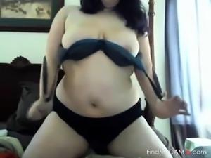 Chubby Babe Fucks a nice big dildo - negroflorippa