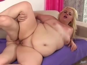 Plumper blond dream spreads her thick legs for bfs hard cock