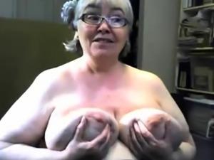 The fat and saggy gran is singing and showing tits