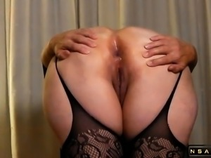 Preparing hes wifes asshole for deep anal
